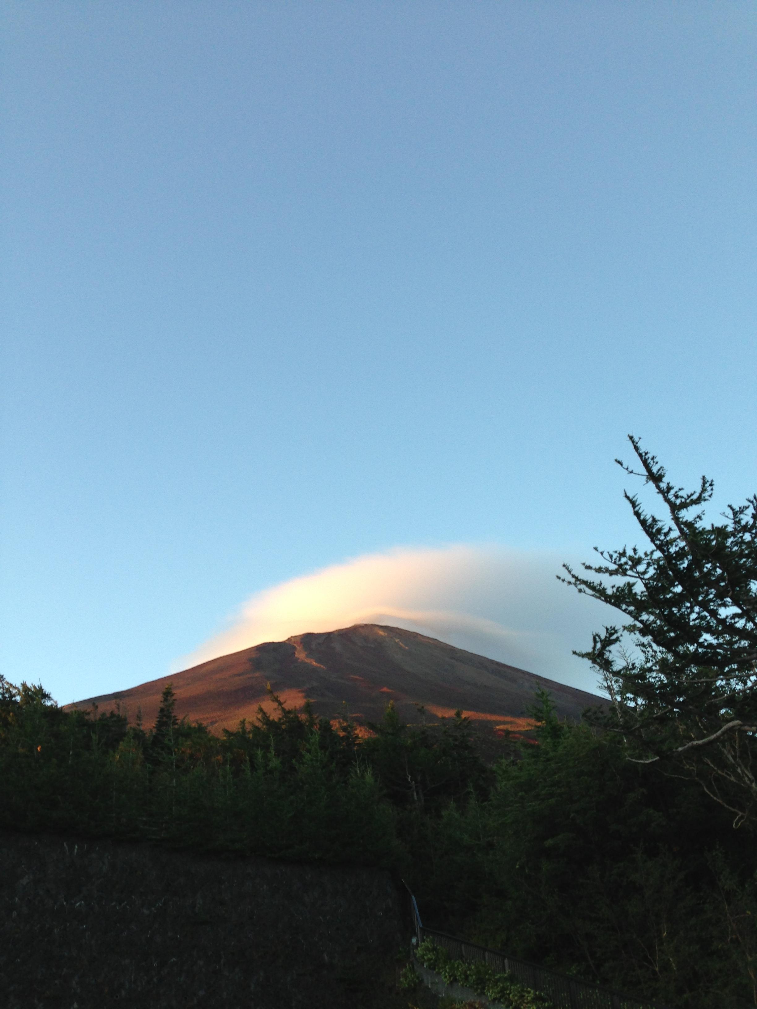 5合目から見上げた富士山